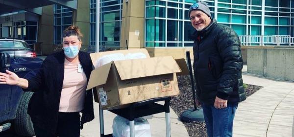 Amy Crist-Clark receives meals from Darren Lindsay